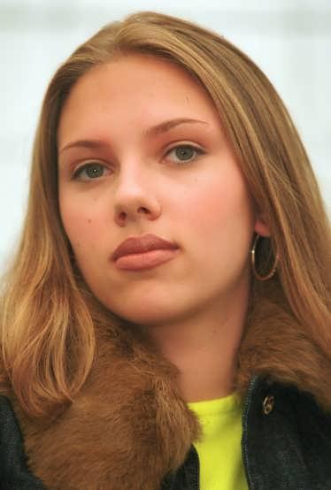 Scarlett Yohansson 2001