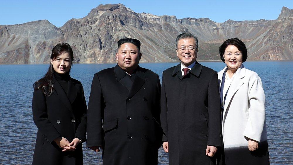 Ri Sol-ju, Kim Jong-un, el líder surcoreano Moon y su esposa