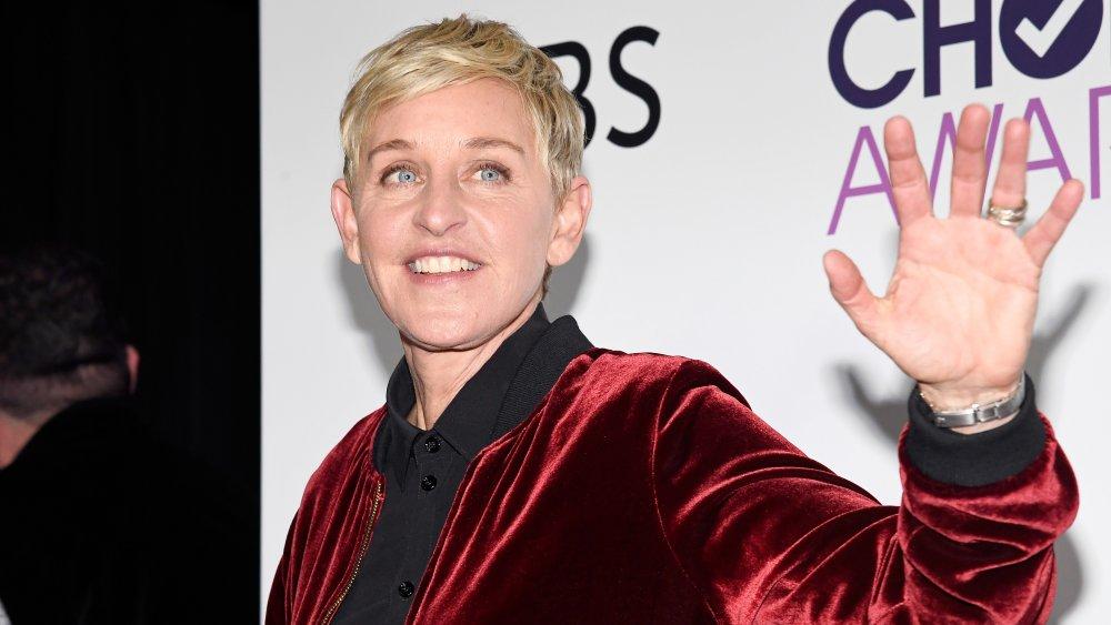 Ellen Degeneres, ganadora de múltiples premios, posa en la sala de prensa durante los People's Choice Awards 2017