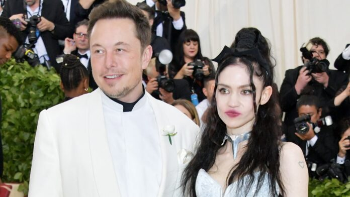 Elon Musk y Grimes asisten a la Gala del Instituto de disfraces Heavenly Bodies: Fashion & The Catholic Imagination